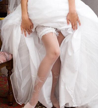 婚纱里面穿什么丝袜_穿婚纱里面下身穿什么