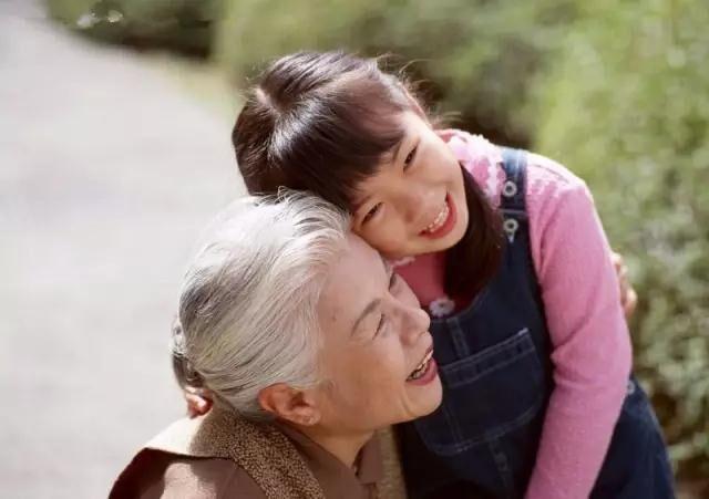 最幸福的孩子_牵着妈妈的手,就是最幸福的孩子
