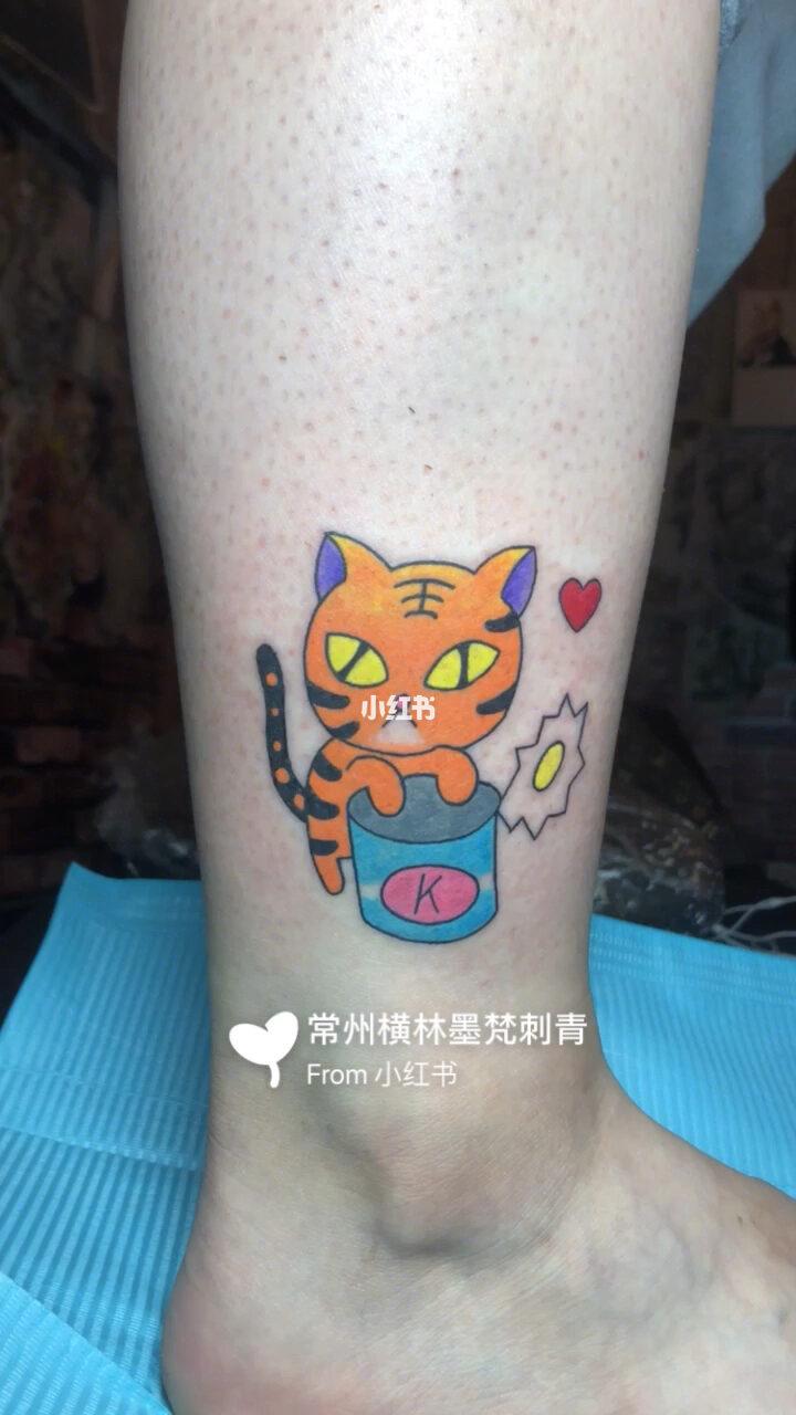 女神小清新纹身 女士脚踝纹身 小老虎图片